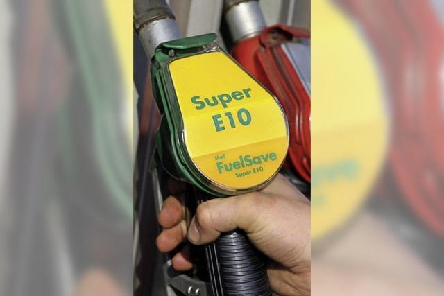 Ungeliebtes Benzin E 10 kostet deutlich mehr