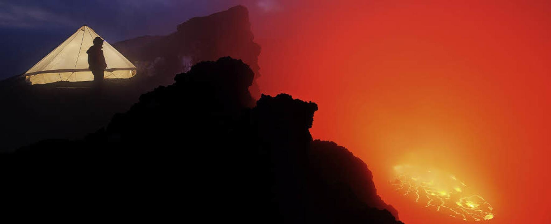 Ausblick: Spektakuläre Aufnahmen zeigt..., der am Rande eines Vulkans campiert.  | Foto: www.carstenpeter.com