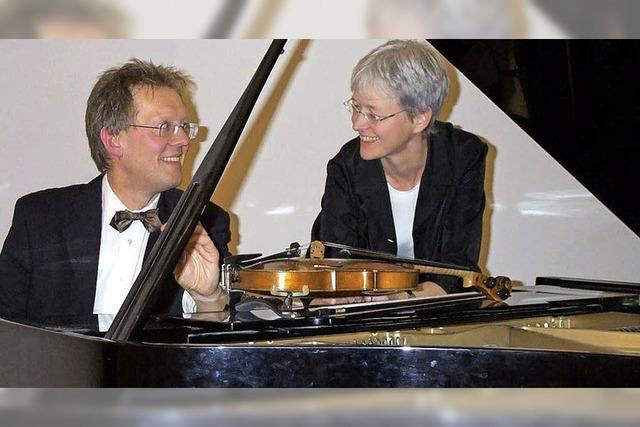 Konzert für Violine und Klavier in der Festhalle des Zentrums für Psychiatrie in Emmendingen