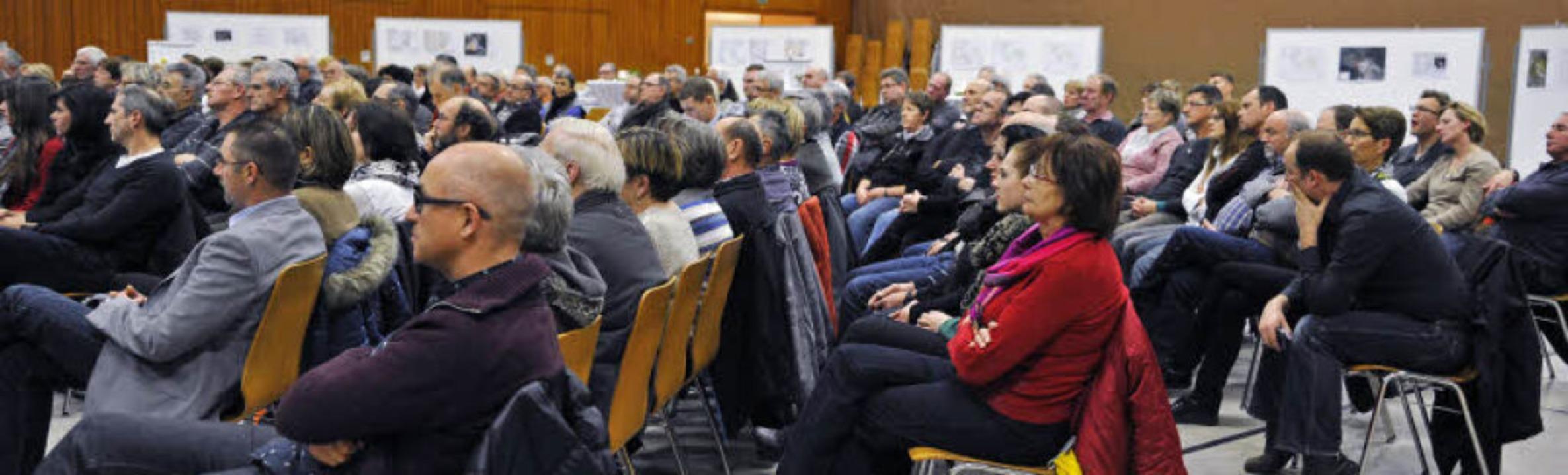 Rund 200 Besucher in der Rheingießenha...rstellen – und diskutierten mit.  | Foto: Bernhard Rein