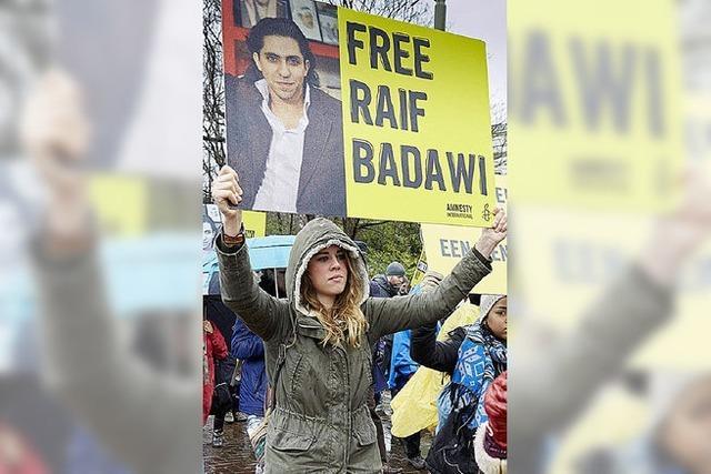 Saudischer Blogger Raif Badawi wird ausgepeitscht