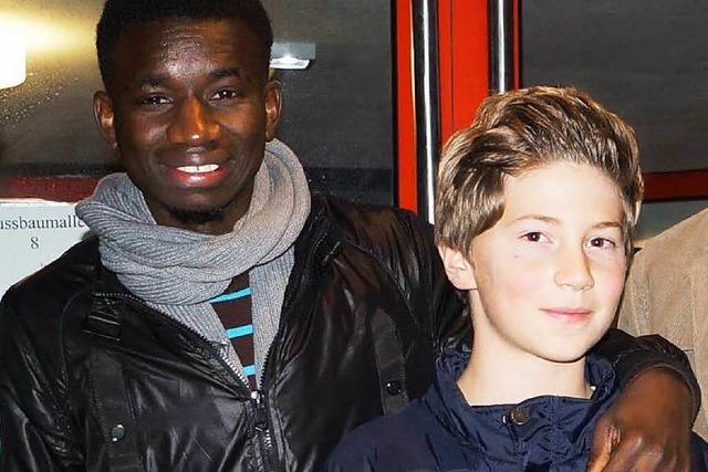 Ein Zehnjähriger hilft den Flüchtlingen in Müllheim