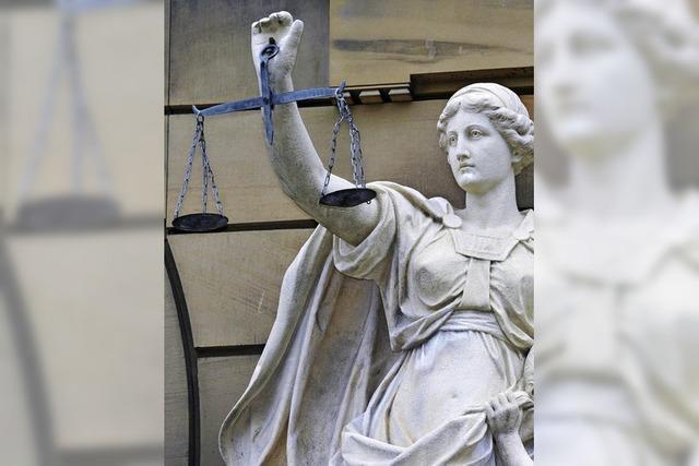 RHEINGEFLÜSTER: Kein Bußgeld fürs Sitzenbleiben im Gericht