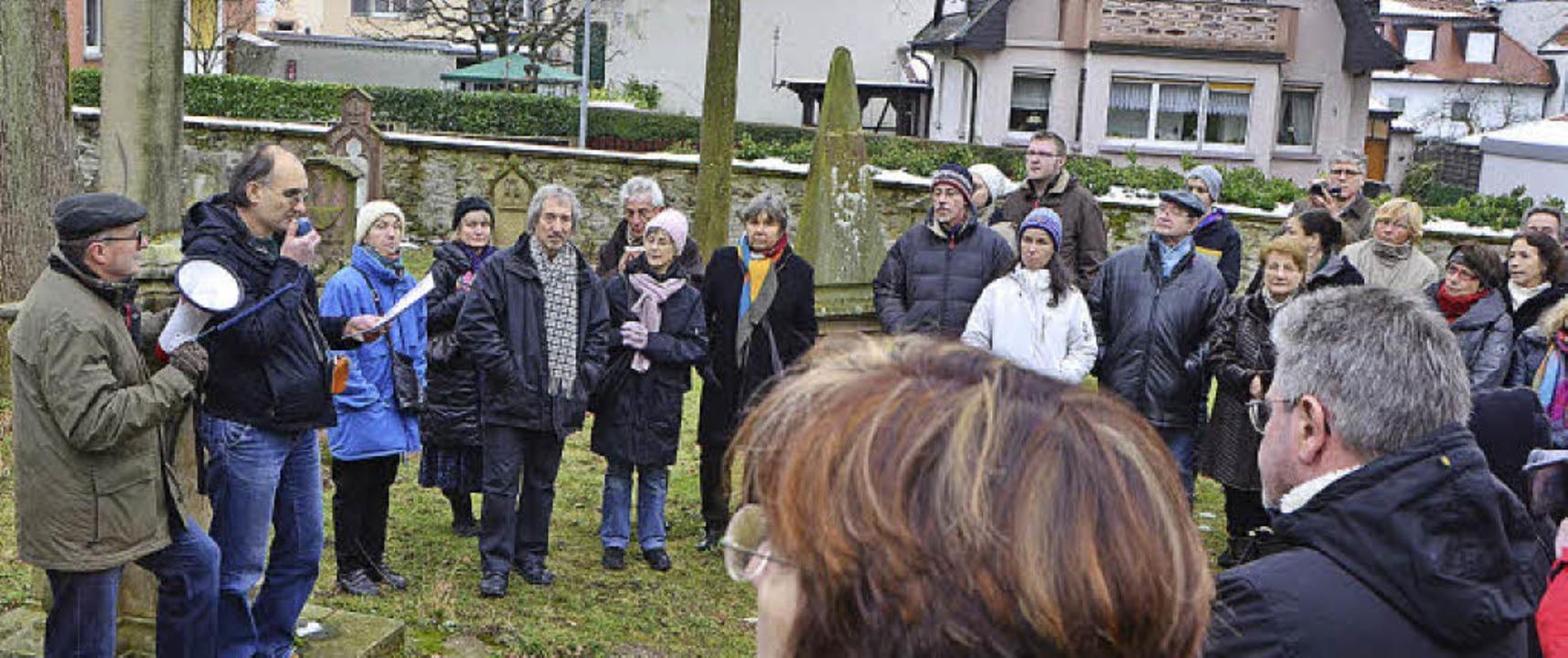 2013: Stadthistorischer Rundgang (hier: Alter Friedhof).   | Foto: Archivfoto: Timm