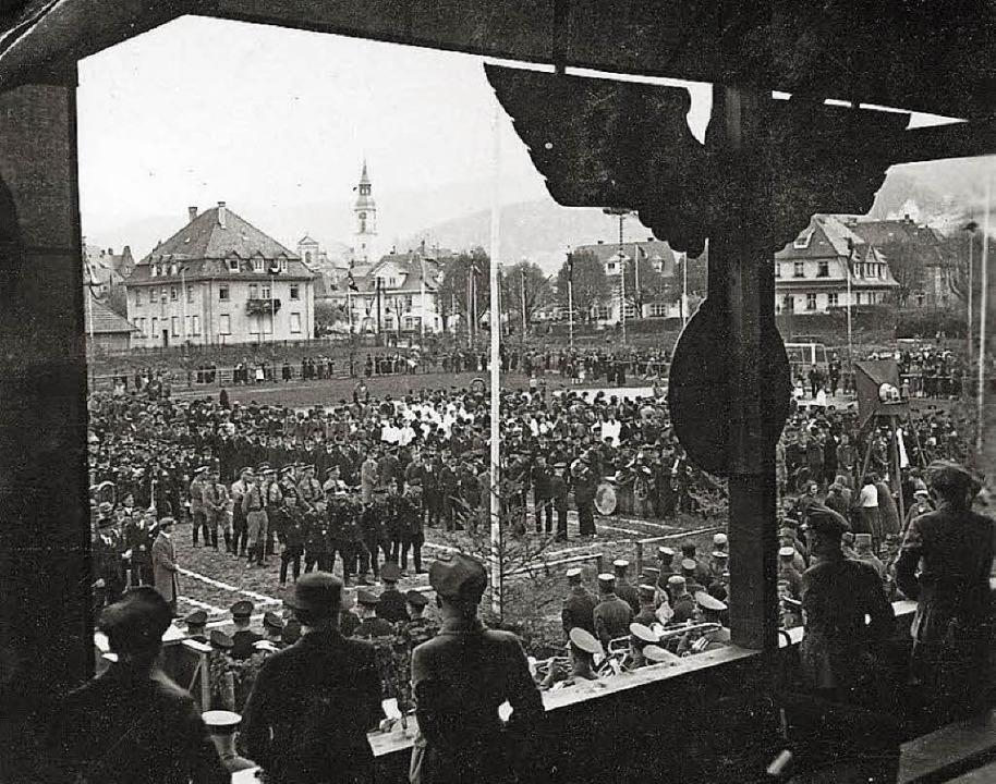 1937: NS-Aufmarsch im Stadion Waldkirch.   | Foto: Archivfoto: Lothar Schmidt