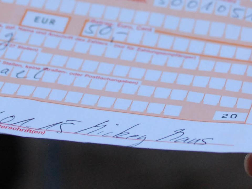 Wurden die 50 Euro tatsächlich vom BZ-... Überweisungsträger  deutlich anzeigt?    Foto: Michael Saurer
