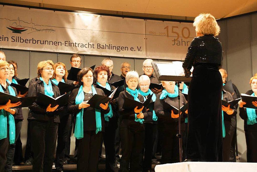 Gesangverein Kaiserstuhl unter der Leitung von Myri Turkenich.  | Foto: Christiane Franz