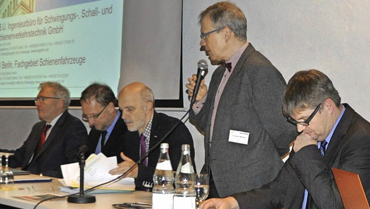 <Text>Auf dem Podium saßen die Gutacht...Uwe Schade vom ZRF</Text> (von links)   | Foto: Rainer Ruther