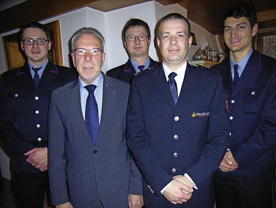 Die neugewählte Leitungsriege der Feue...ister Reinhold Scheer (2. von links).   | Foto: Hans-Jürgen Wehrle