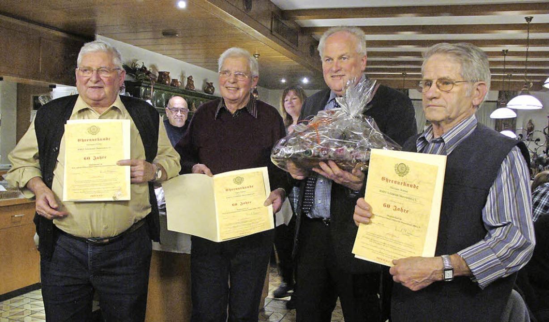 Für 60-jährige Vereinstreue geehrt wur...ing sowie Hermann Wernet (von links).   | Foto: H. Häringer