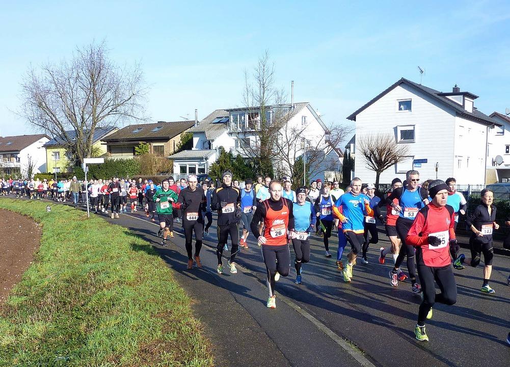 Bei besten äußeren Bedingungen startet... Läuferinnen und Läufer zum Hauptlauf.  | Foto: KaRLERNST LAUFFER