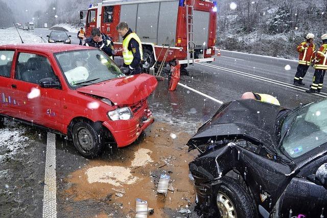 Drei Menschen werden bei Unfall schwer verletzt