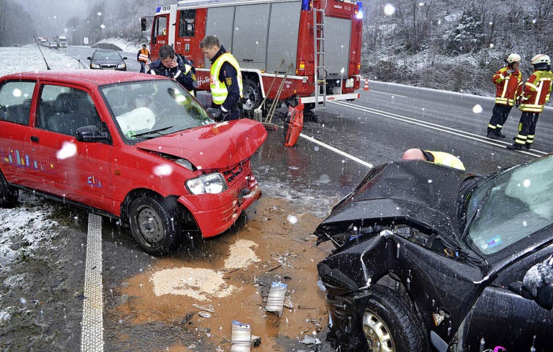 Ein schwerer Verkehrsunfall mit drei V...am Samstag auf der B 31 im Höllental.     Foto: Kamera 24