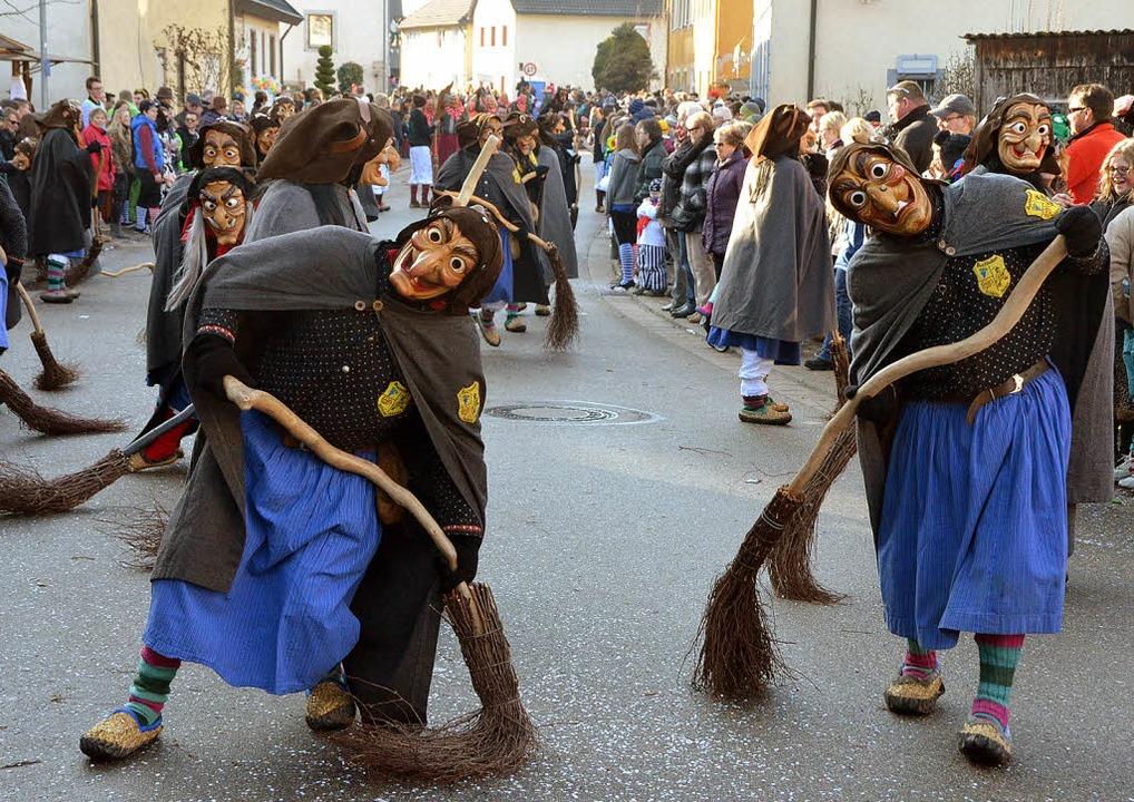 Diese Hexen waren  in Bleichheim beson...; zeigten sich von ihrer besten Seite.  | Foto: Jörg Schimanski (7) und  Linda leonhardt