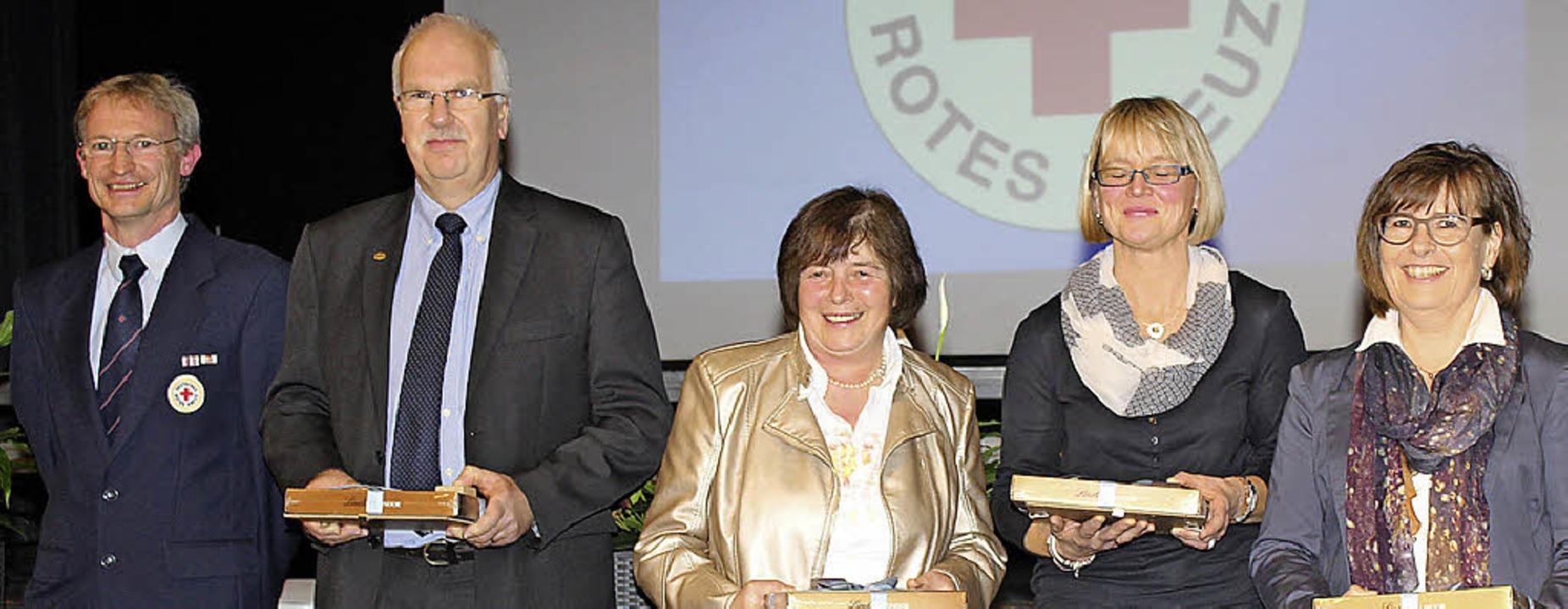 Fleißige Blutspender:  Hartmut Loritz ...rs und  Daniela Dürr aus (von links).   | Foto: Bertsch