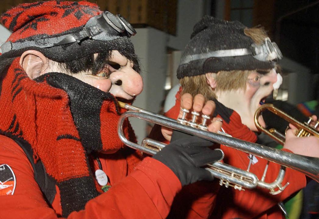 Tarää! Die Todtnauer Guggemusik Los Cr...rtrieb die Eiseskälte für einige Zeit.  | Foto: Verena Wehrle
