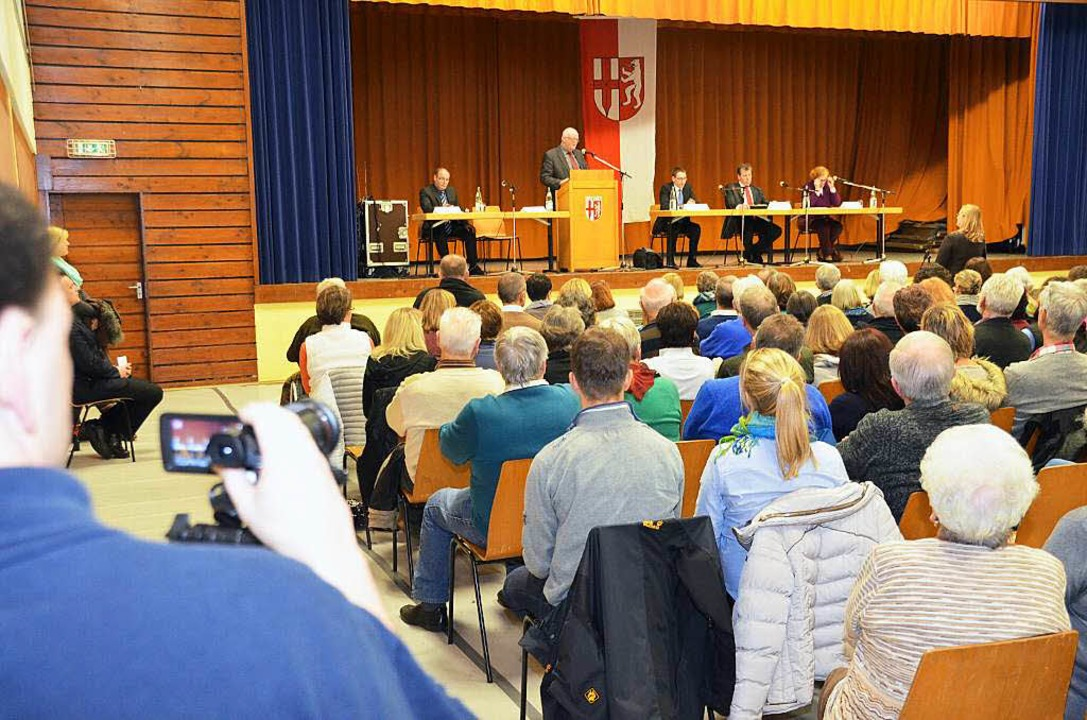 Die Veranstaltung in der Festhalle (Foto) wurde in die untere Halle übertragen.  | Foto: Manfred Frietsch