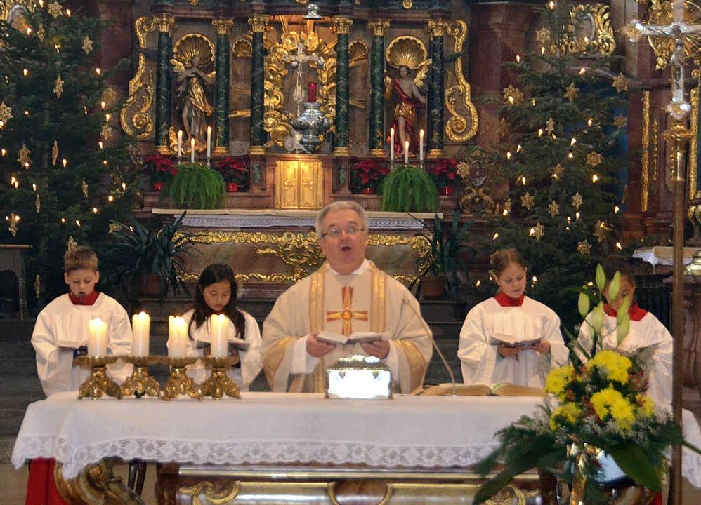Dekan Peter Berg zelebrierte das Hocha...tchen mit den Reliquien des Heiligen.   | Foto: Michael Gottstein