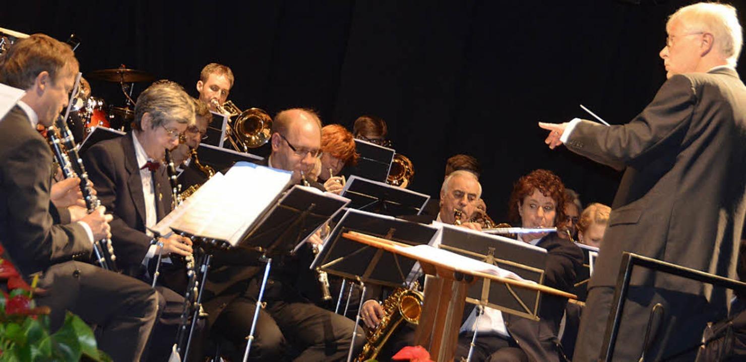 Alle(s) im Griff: Musikdirektor Johannes Brenke   | Foto: Michael Gottstein