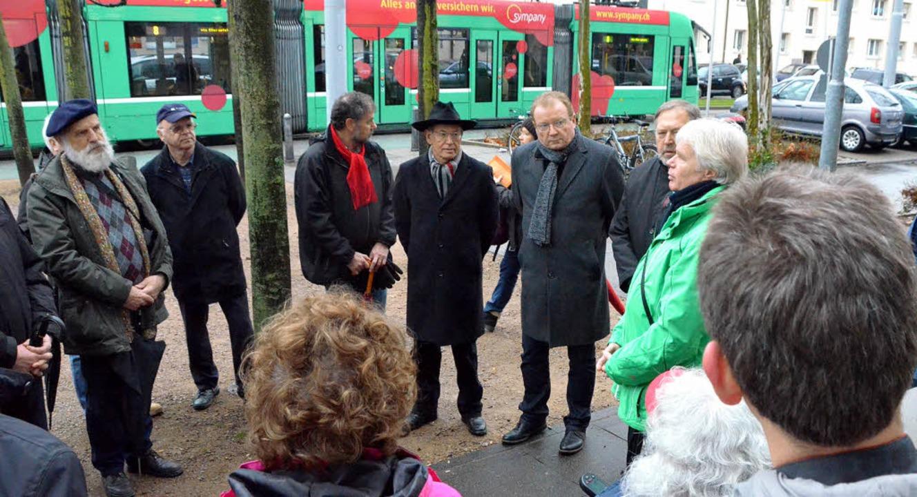 Projektleiter Rudolf Koger (grün) info...ch über die Zukunft des Tramprojekts.   | Foto: Jochen Fillisch