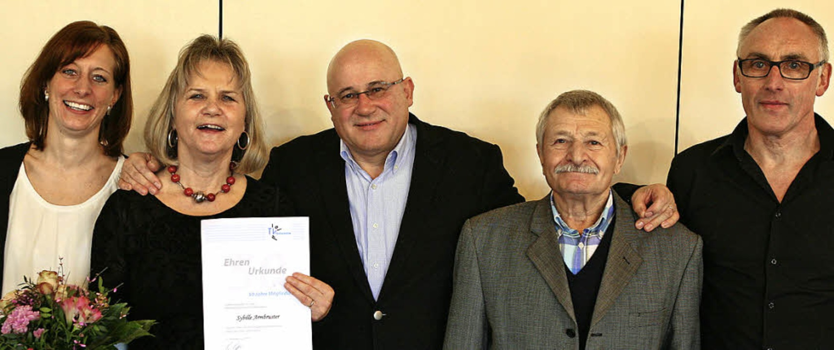 50 Jahre TV-Mitglieder: Sybille Armbru...links), Walter Bähr und Hans Gänshirt.  | Foto: Bastian Henning