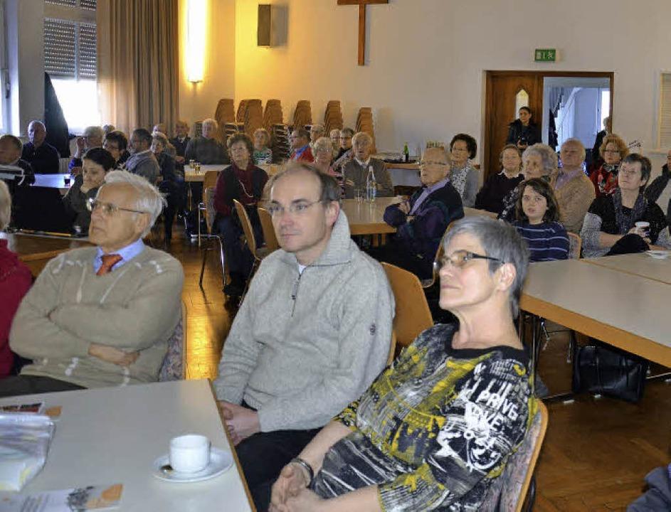 Die Pfarrversammlung im katholischen G...rrkirche, stieß auf großes Interesse.     Foto: Martina Weber-Kroker
