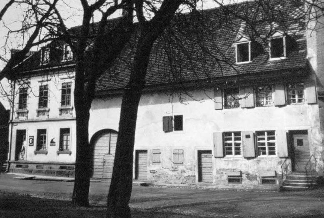 Die Sandstraße um 1910 am Kirchplatz. ...haus (Nummer 4)  Platz machen musste.     Foto: Archiv Hans Sigmund