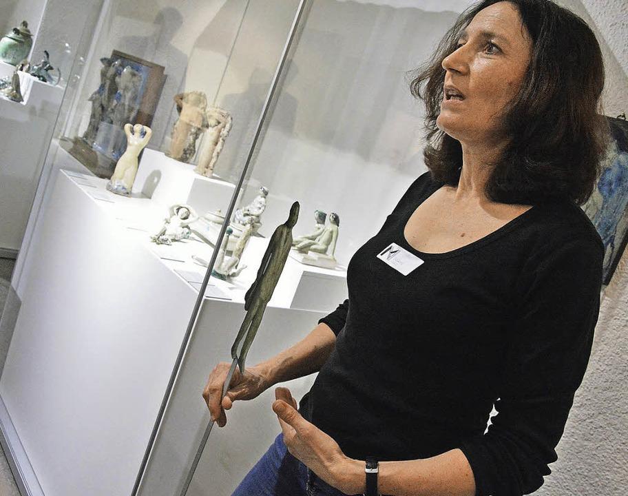 Susanne Raible  erzählte  in der Max-L...tes über die Keramiken des Künstlers.     Foto: Barbara Ruda