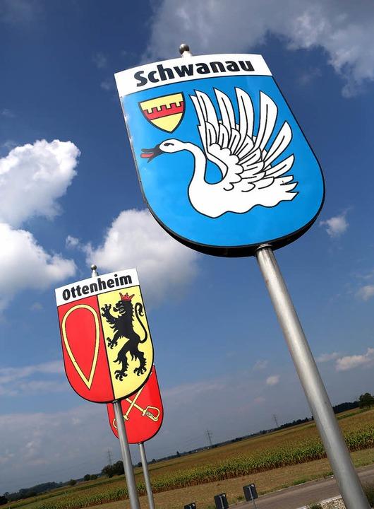 Sie müssen umziehen: Wappen der Schwan...t auf dem Nonnenweierer Kreisverkehr.     Foto: Archivbild: Christoph Breithaupt