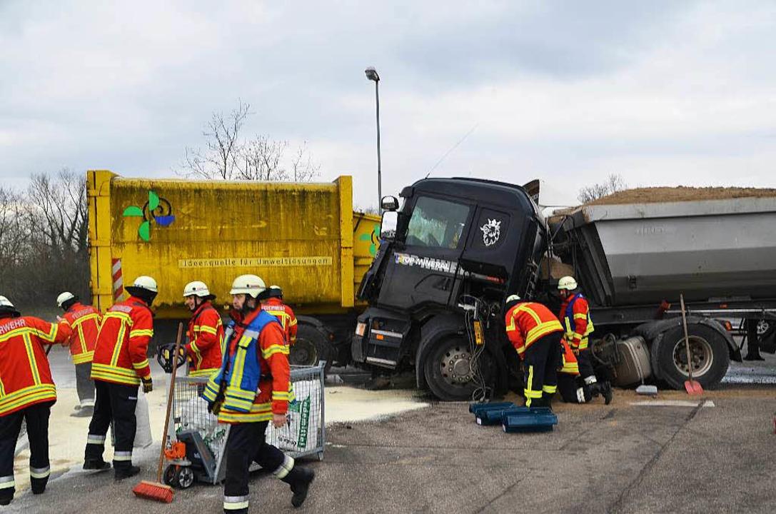 Die Polizei band den Dieselkraftstoff.  | Foto: Hans-Jochen Voigt