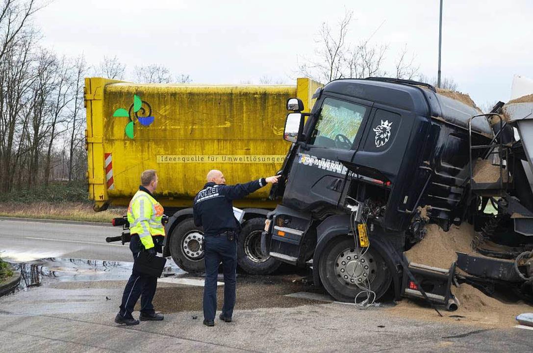 Auch die Polizei war vor Ort.  | Foto: Hans-Jochen Voigt