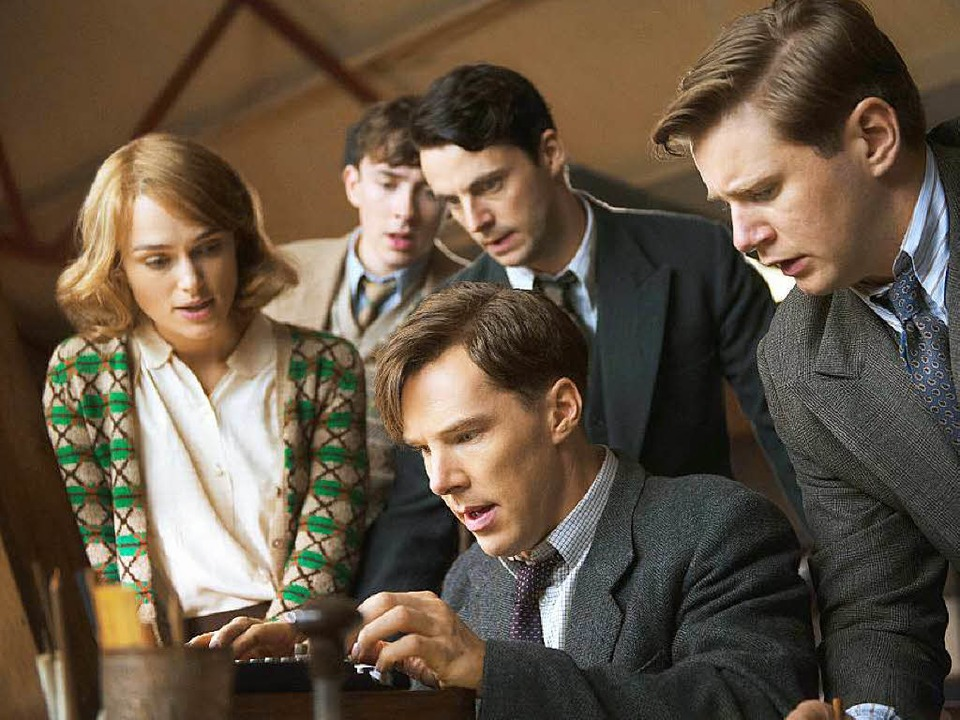 Dem Enigma-Code auf der Spur: Alan Tur...ict Cumberbatch, Mitte) und sein Team   | Foto: dpa