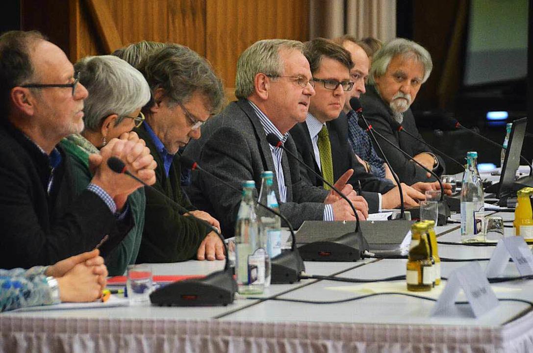 Auf dem Podium: Ernst Niepmann (von li...z, Carsten Edinger und Josef Gyuricza   | Foto: Peter Gerigk