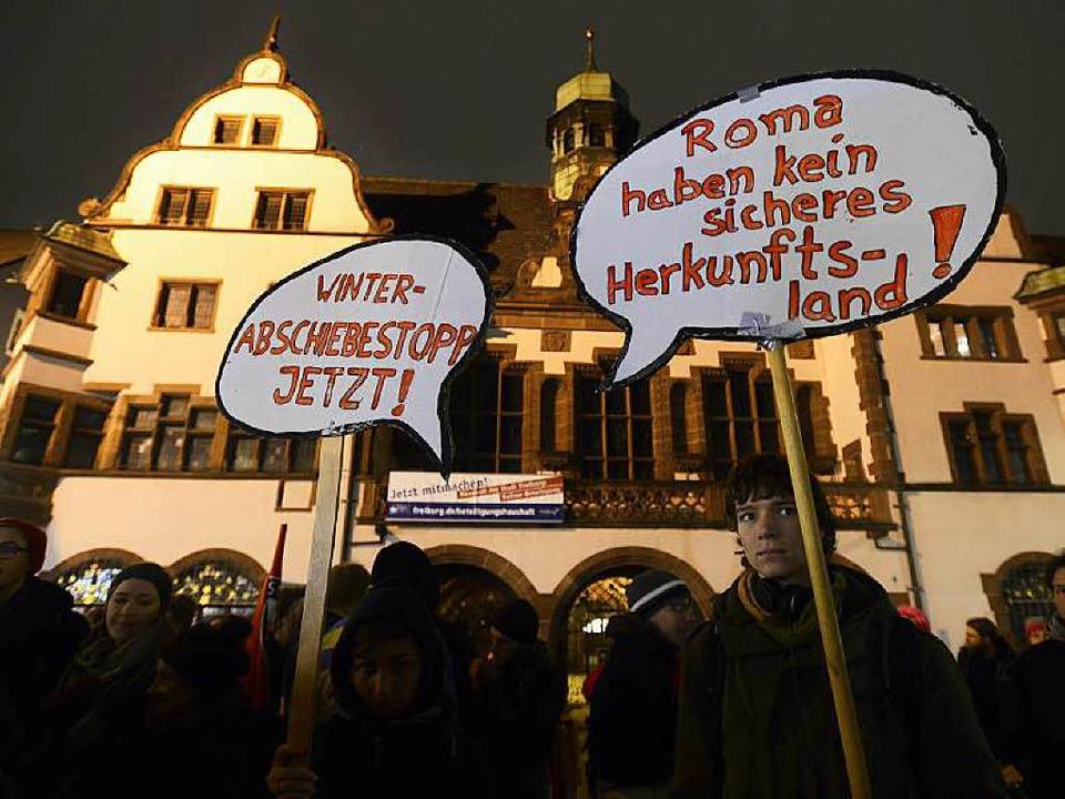 Kundgebung auf dem Freiburger Rathausplatz.  | Foto: Ingo Schneider