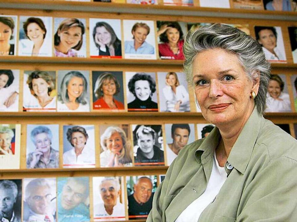 Zu alt für die Werbung? Von wegen! Chr...inigen ihrer Models  im Hintergrund.    | Foto: DPA/OBS