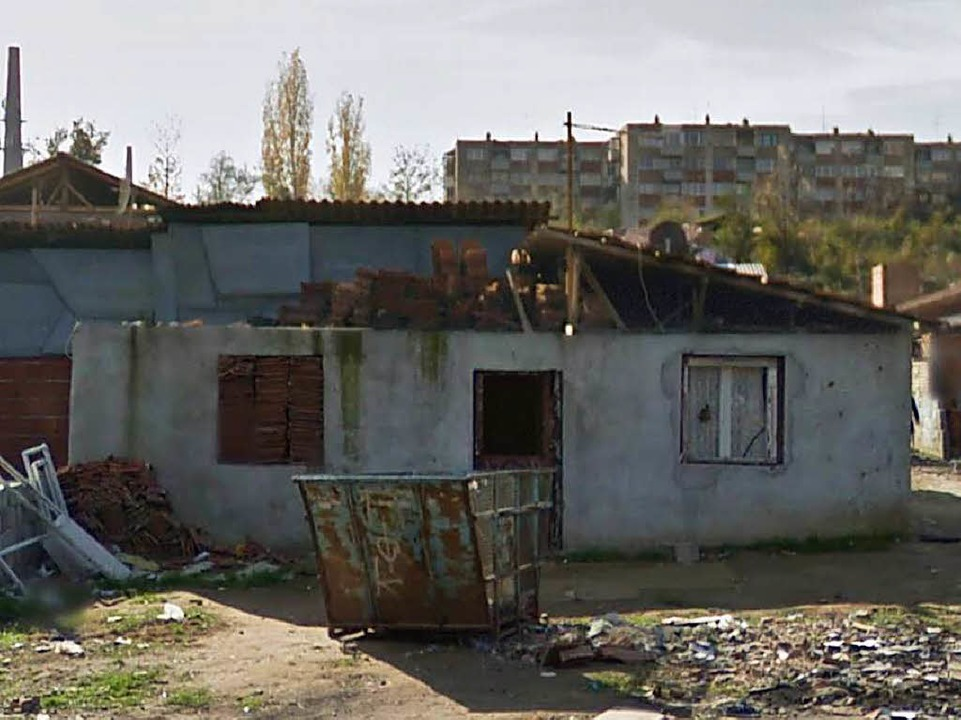 Verwüstet: Das Haus der Familie Ametovic im Roma-Lager Nis.   | Foto: privat