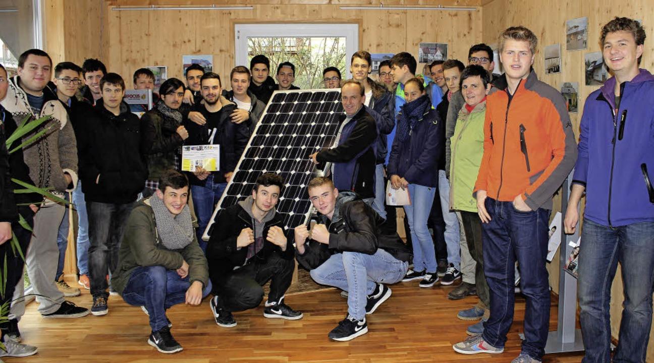 Schüler des Technischen Gymnasiums Rhe...d informieren sich über Umwelttechnik.  | Foto: ZVG