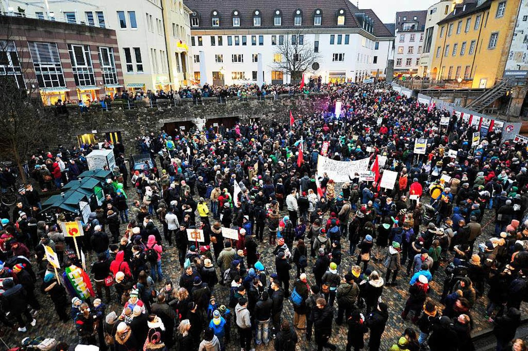 Anti-Pegida-Demonstranten, so weit das Auge reicht.   | Foto: kunz