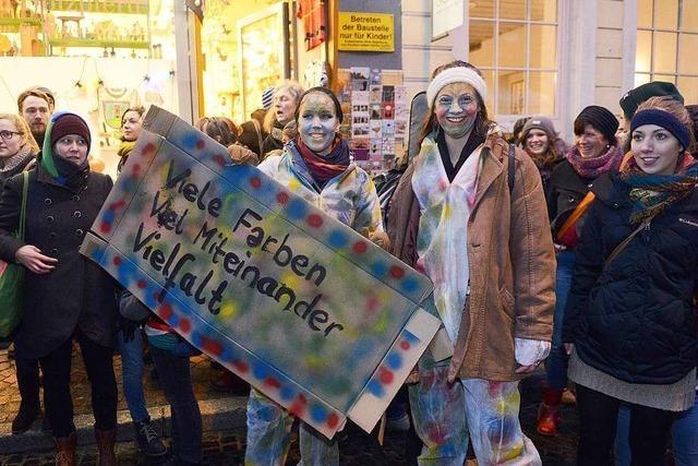 Mit Facebook, ohne Fahnen – ein Kommentar zur Anti-Pegida-Demo in Freiburg