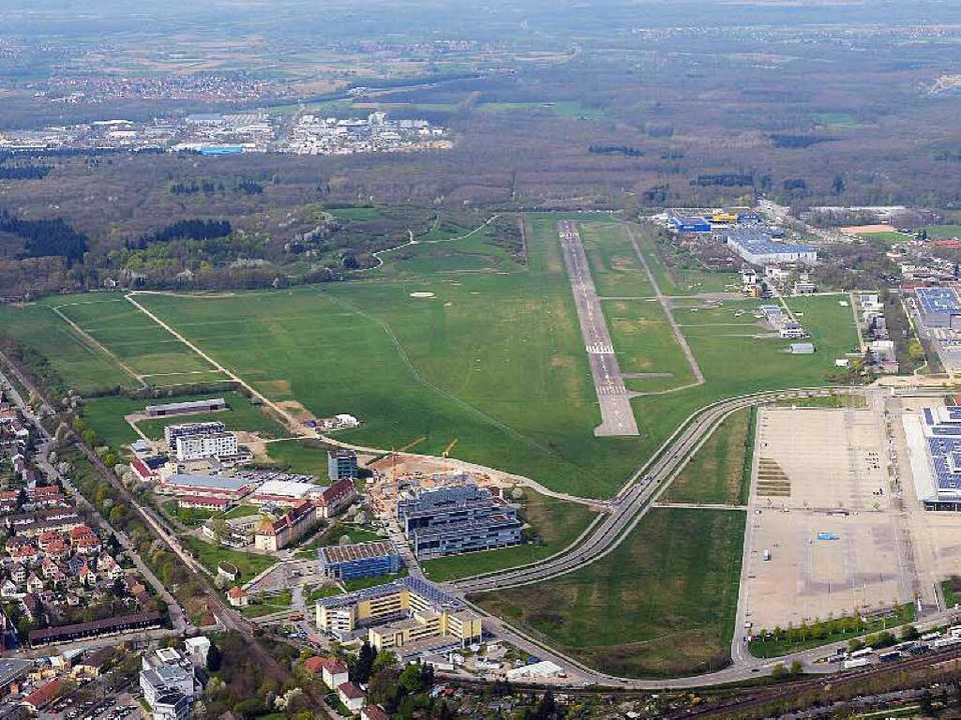 Über den Stadionneubau auf dem Flugplatzgelände wird am 1. Februar abgestimmt.  | Foto: Patrick Seeger