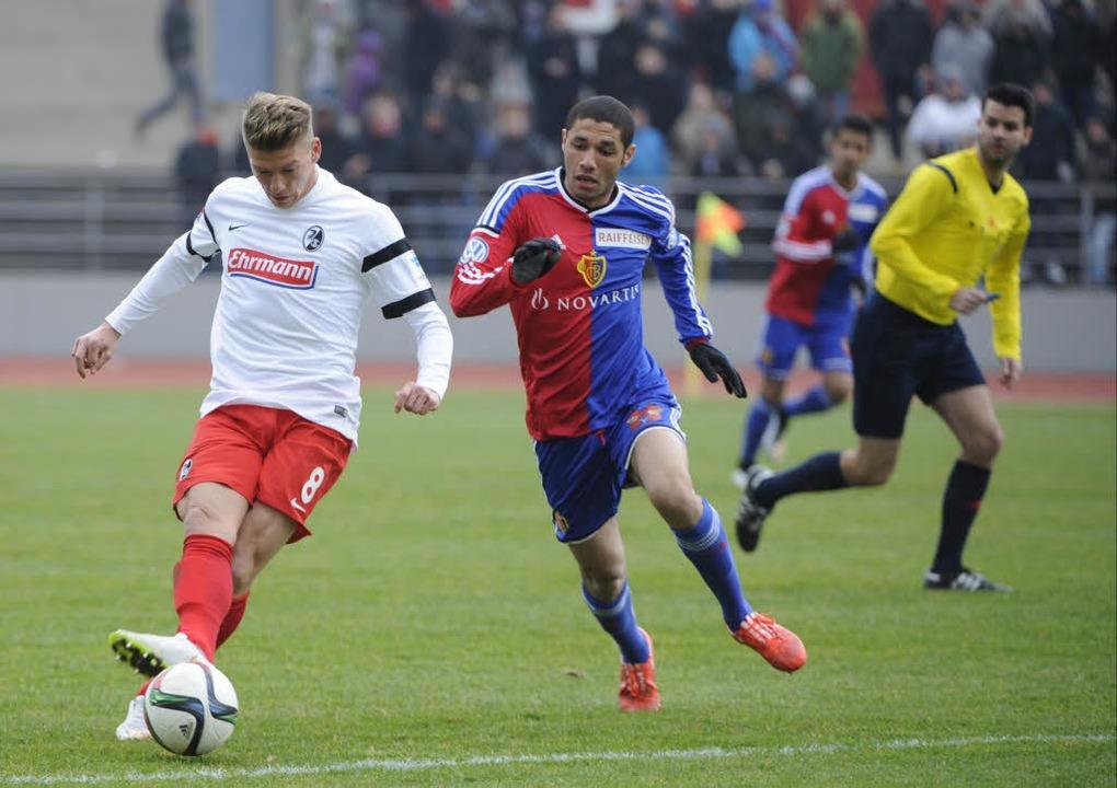 Auch Maik Frantz brachte den Ball nicht an Basel-Keeper Vaclik vorbei.  | Foto: Achim Keller