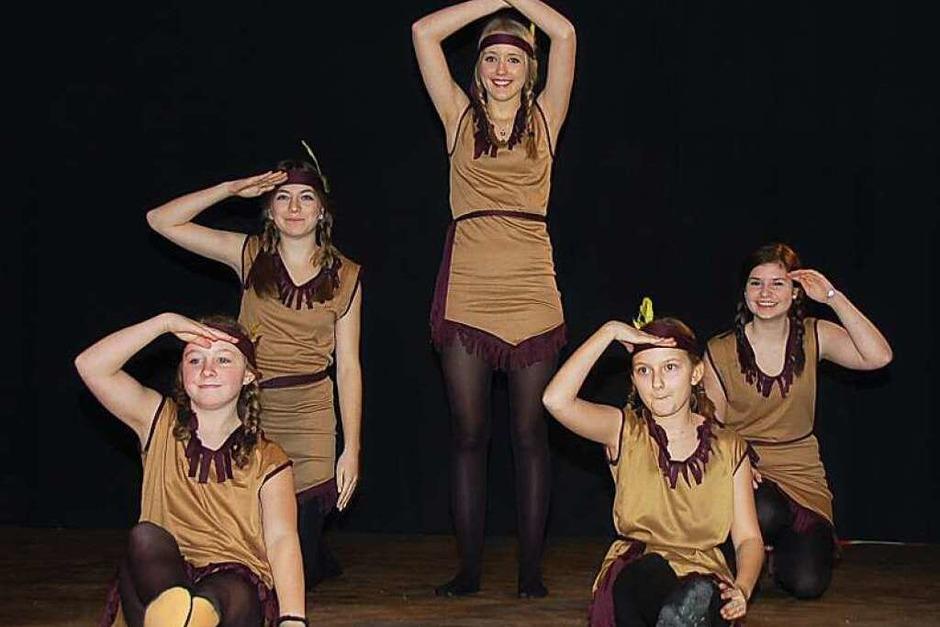 """""""Wo sind all die Indianer hin?"""" fragte sich die Teenie-Tanzgruppe der Narrenzunft """"Hungrige Stühlinger"""". (Foto: Jutta Binner-Schwarz)"""