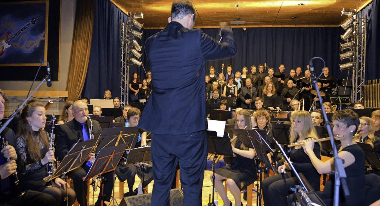 Mit zwei sinfonischen Werken mit Rocke...ein außergewöhnliches Konzerterlebnis.  | Foto: hartenstein