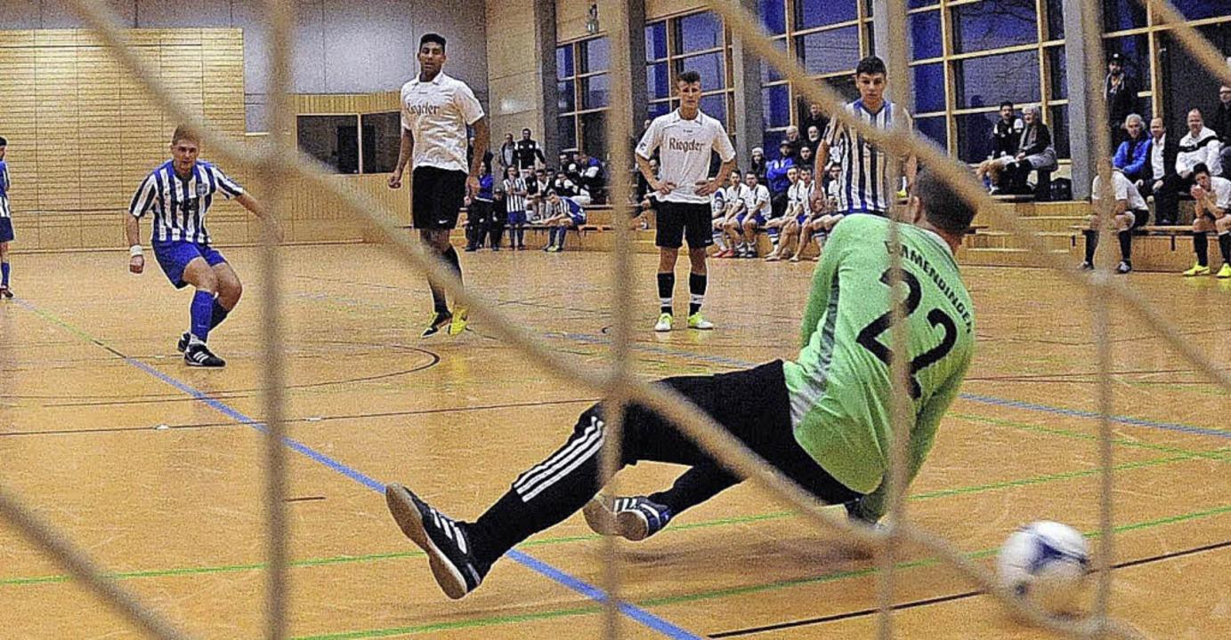 Degerfelden trifft: Mit zwei verwandel...ann Degerfelden gegen den VfB Randegg.  | Foto: Schön