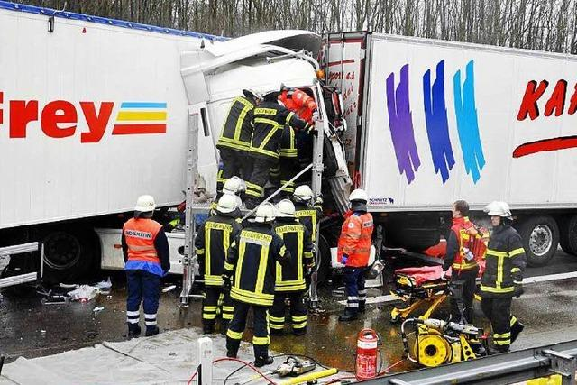 Tödlicher Unfall und Vollsperrung auf der A 5