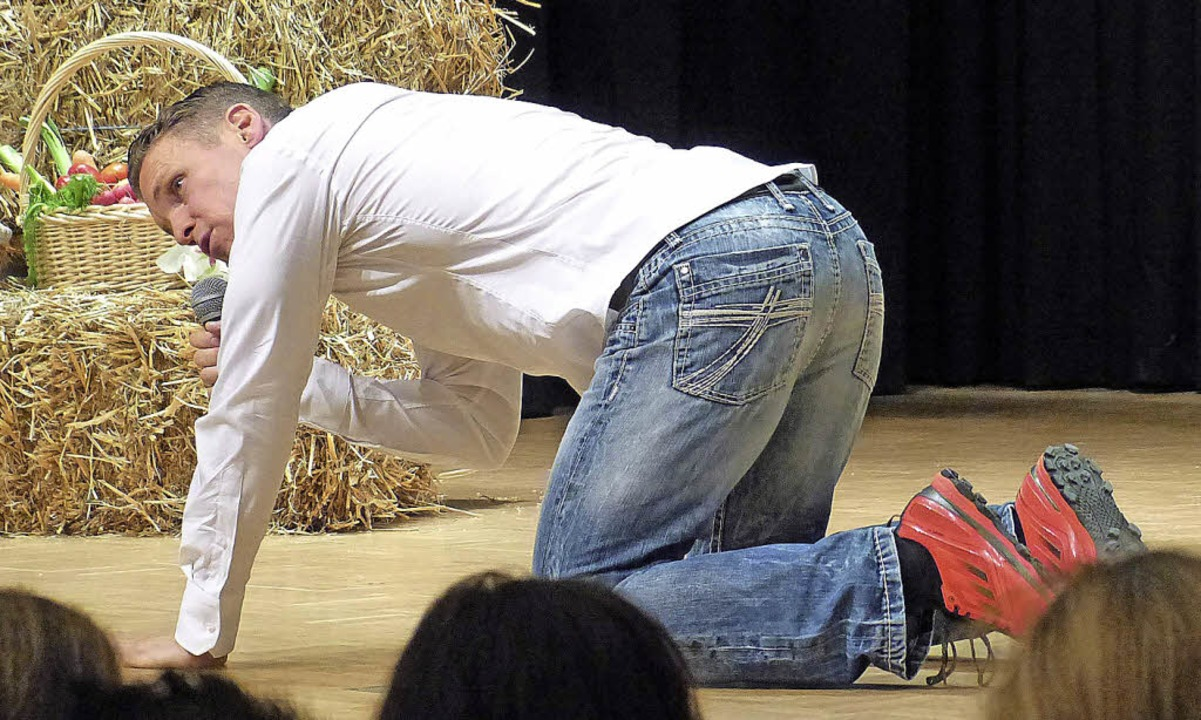 Patric Heizmann bei seinen Übungen für zu Hause  | Foto: Barbara Odrich-Rees