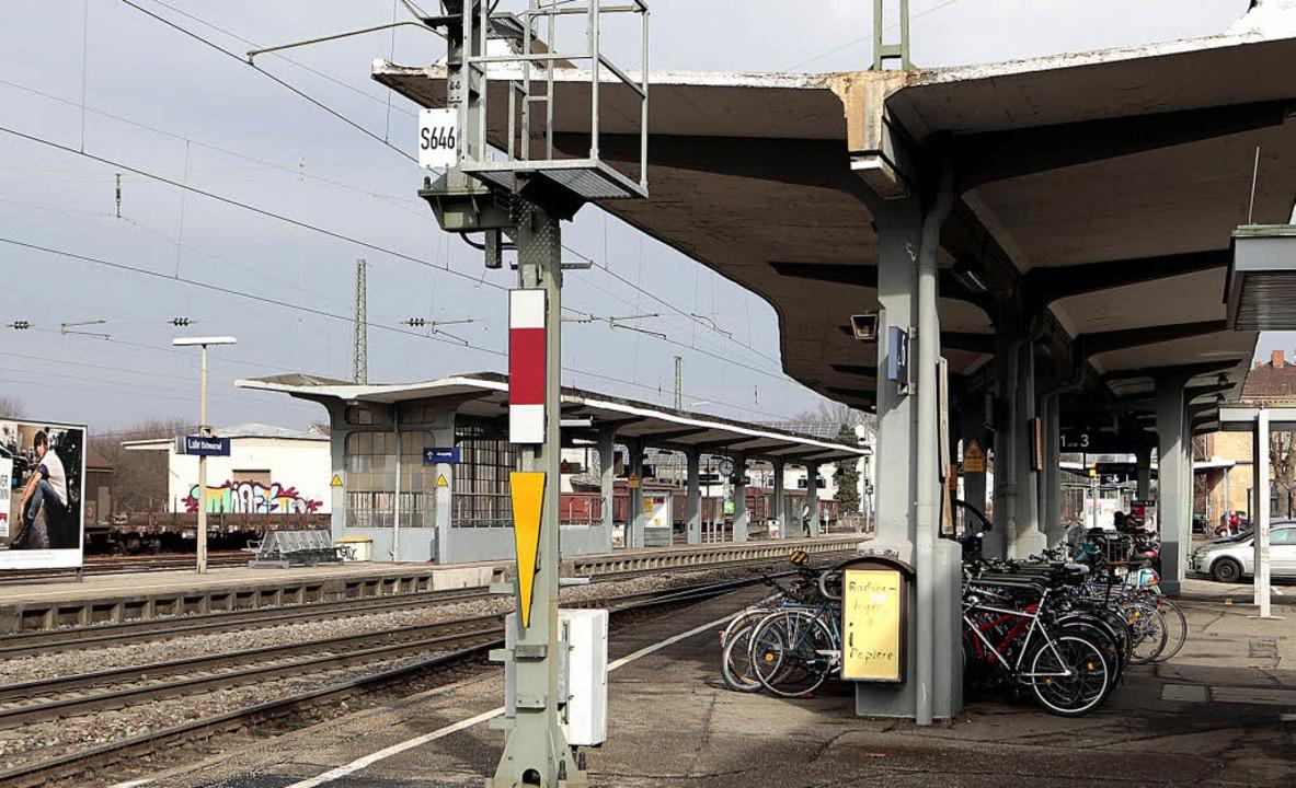 Der Lahrer Bahnhof  ist keine Visitenk...desgartenschau soll sich das ändern.    | Foto: CHR. BREITHAUPT