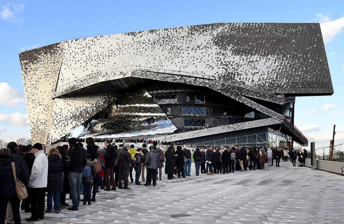 Ein verunglücktes Raumschiff? Nein, die neue Pariser Philharmonie.   | Foto: AFP