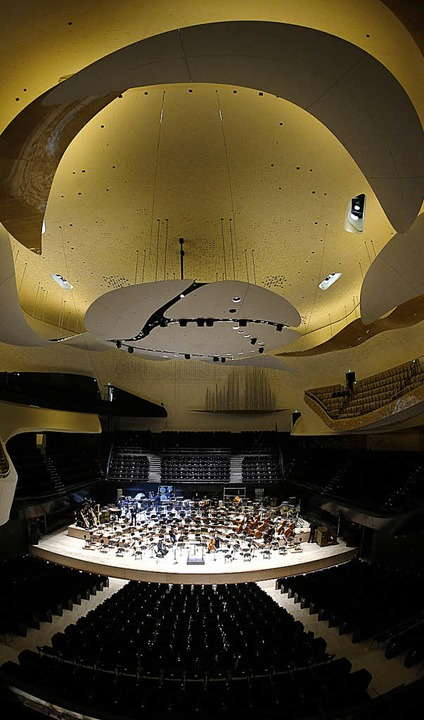 Der Konzertsaal von innen. Hier finden  2400 Zuschauer Platz.  | Foto: AFP