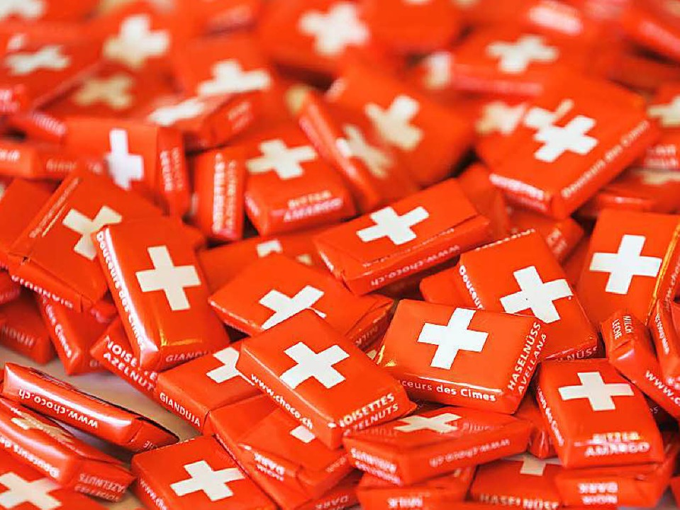 Schweizer Schokolade wird im Ausland teurer.  | Foto: Roland Weihrauch